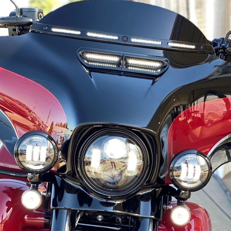 V2 Batwing Windshield Trim with Sequential Turn Signal for 14-21 Harley-Davidson®